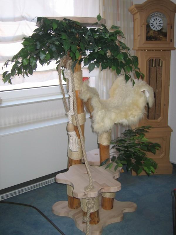 Kratzbaum mit 17 Stielen