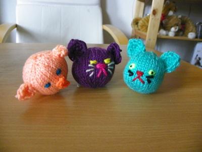 Katzenspieltiere Schweinchen und Katzen